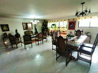 Una sala de estar llena de muchos muebles en Apartamento en venta en La Candelaria, de 210mtrs2