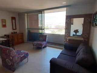 Una sala de estar llena de muebles y una ventana en APARTAMENTO EN VENTA ENVIGADO - SECTOR LA PAZ
