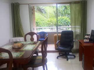 Una sala de estar llena de muebles y una ventana en APARTAMENTO EN VENTA LA CASTELLANA