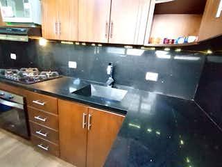 Una cocina con un fregadero y un horno de cocina en APARTAMENTO EN BOSTON CON PARQUEADERO DOBLE 94 METROS