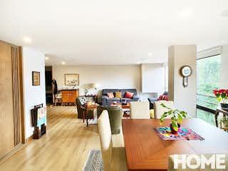 Una sala de estar llena de muebles y una televisión de pantalla plana en MODERNO APARTAMENTO REMODELADO DE 2HABS – VENTA – Cra 17 Cll 88 – VIRREY