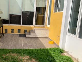 Una sala de estar llena de muebles y una planta en maceta en CASA  CON JARDÍN EN VENTA EN COLONIA DEL VALLE