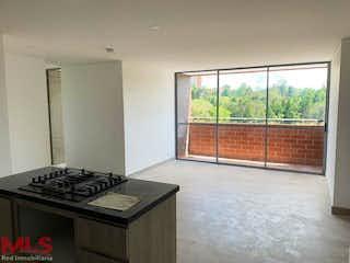 Una cocina con una estufa, un fregadero y una ventana en Ventus