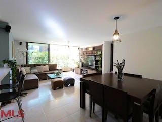 Una sala de estar llena de muebles y una lámpara de araña en Jardines de la Maria 2