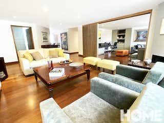 Una sala de estar llena de muebles y una televisión de pantalla plana en Amplio Apto Familiar De 3habs Y Estudio – Venta/arriendo – Cll 80 Cra8 – El Nogal