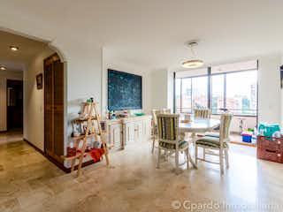 Una sala de estar llena de muebles y una mesa en APARTAMENTO SECTOR EL CAMPESTRE