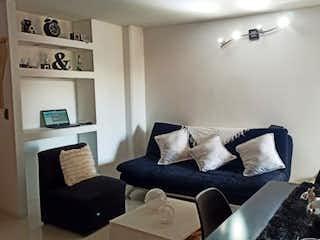 Una sala de estar llena de muebles y una chimenea en Aparta estudio venta Laureles Medellín