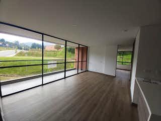 Una habitación muy bonita con una gran ventana en Apartamento en venta en Casco Urbano El Retiro 89m²