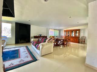Una sala de estar llena de muebles y una ventana en Casa en venta en Santa Cecilia, Tepetlapa, Xochimilco, Cdmx