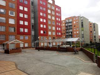Un gran edificio con un gran edificio en el fondo en 97762 - Arriendo Apartamento en Conjunto cerrado con ascensor en CAPELLANIA REAL