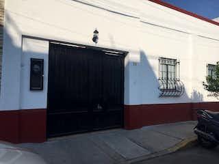 Un refrigerador congelador blanco sentado dentro de una cocina en Casa en Venta / Azteca, Venustiano Carranza - CDMX