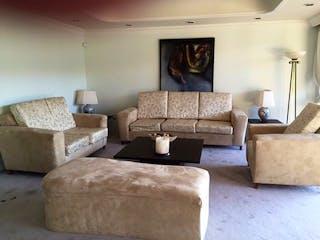 Una sala de estar llena de muebles y una pintura en Casa en Venta en Bosque de las Lomas, de 820mtrs2