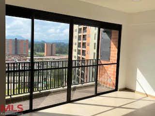 Una vista del horizonte de la ciudad desde una ventana en Guadual