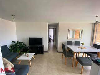 Una sala de estar llena de muebles y una televisión de pantalla plana en Volga de la Cuenca (Loma del Barro)