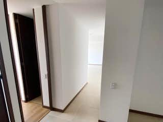 Un cuarto de baño con dos lavabos y una ducha en Apartamento en Venta en Envigado Loma Del Escobero