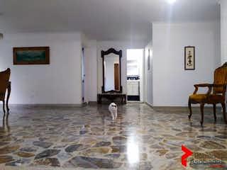 Una sala de estar llena de muebles y una alfombra en EDIFICIO AYAIN