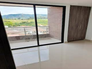 Un cuarto de baño con ducha y una ventana en Apartamento en Venta CARMEN DE VIBORAL
