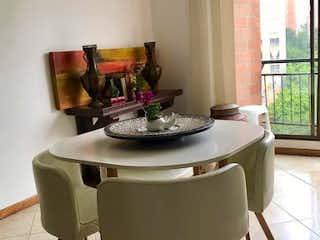 Una mesa de comedor con una mesa de café en Apartamento en venta en La Tomatera de tres habitaciones