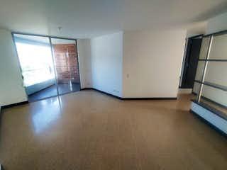 Una cocina con nevera y una ventana en Apartamento en venta en Velódromo de tres habitaciones