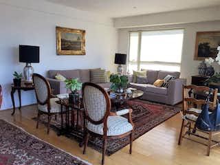 Una sala de estar llena de muebles y una chimenea en VENTA DEPARTAMENTO EN SAN JERÓNIMO LÍDICE