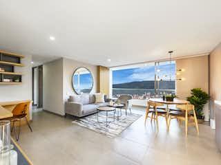 Una sala de estar llena de muebles y una gran ventana en Zanetti