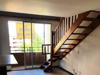 Una habitación muy bonita con un suelo de madera en Apartamento En Venta En Sabaneta Sabaneta