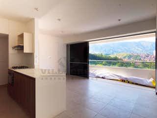 Una cocina con una estufa, un fregadero y una ventana en BELLO LA OCEANA