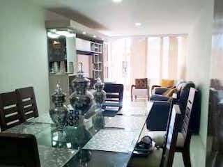 Una habitación con una mesa y una mesa en Apartamento en venta en Mesa de 130m²