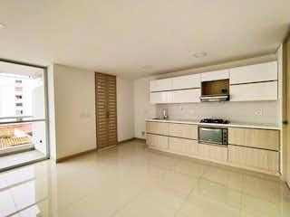 Una cocina con armarios blancos y electrodomésticos blancos en Edificio Luxury ,