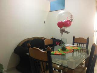 Una sala de estar con una mesa y sillas en Casa en venta en San Antonio, de 36mtrs2