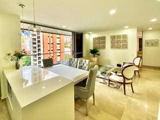 Una sala de estar llena de muebles y una mesa en Apartamento en Venta LALINDE