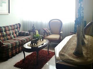 Una sala de estar llena de muebles y una ventana en Apartamento en venta en Suba Lombardía, 52m² con Jardín...