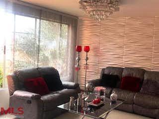 Una sala de estar llena de muebles y una gran ventana en Reserva De San Jorge