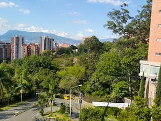 Una vista de una ciudad en medio de una ciudad en Apartamento en Venta en Envigado