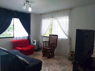 Una sala de estar llena de muebles y una ventana en Casa en venta en La Aldea, de 375mtrs2