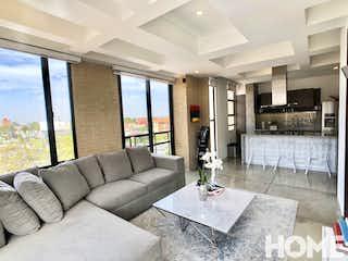 Una sala de estar llena de muebles y una gran ventana en Espectacular Apto Esquinero De 1 Habitación – Venta – Cra19C Cll85 – Virrey