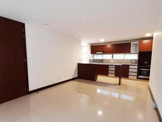 Un cuarto de baño con lavabo y un espejo en Apartamento en Venta, Poblado, La Frontera