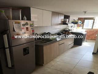 Una cocina con nevera y fregadero en MIRADOR DE LA ARBOLEDA  614