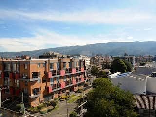 Una vista de una ciudad con un edificio en el fondo en Apartamento En Venta En Bogota Nueva Autopista-Usaquén