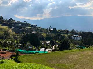 Una vista de un pueblo en las montañas en Villas de Candelaria
