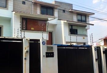 Casa en venta en San Jerónimo 301.5 m2 con sistema cerrado