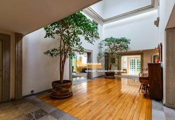 Casa en venta en Bosque de las Lomas, 750 m² con jardín