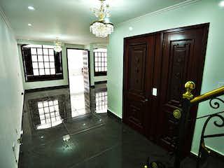 Una imagen de una habitación que tiene una ventana en Casa En Venta En Bogota Modelia