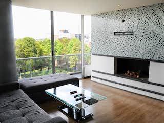 Una sala de estar llena de muebles y una chimenea en Apartamento En Arriendo/venta En Bogota Chico Norte