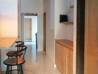 Una vista de una sala de estar y una sala de estar en Casa 3er piso Barrio Metropolitano Floresta Alta Recién REMODELADA