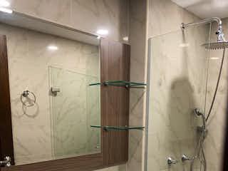 Un cuarto de baño con lavabo y ducha en VENDO APARTAMENTO EN SIMON BOLIVAR
