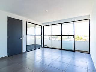 Un cuarto de baño con una puerta de ducha de cristal en División del Norte 3590