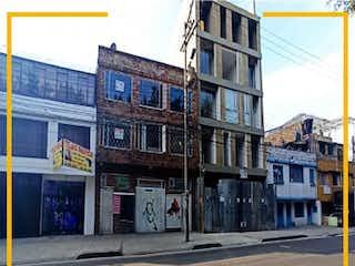 Una calle de la ciudad llena de edificios altos en VENTA DE CASA BODEGA EN EL BARRIO TABORA