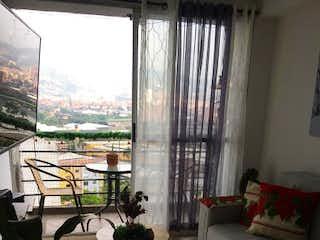 Una sala de estar llena de muebles y una ventana en Apartamento en venta en Virgen del Carmen, de 60mtrs2