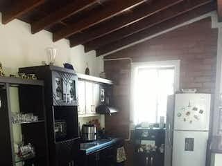 Una cocina con una estufa y un refrigerador en Casa en venta en Calatrava, de 83mtrs2
